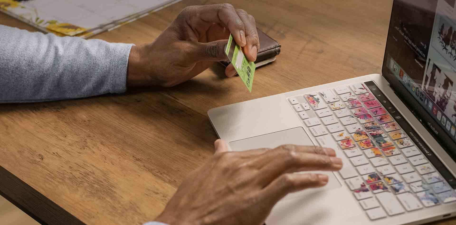 geld-ins-ausland-überweisen-tablet 1920×950